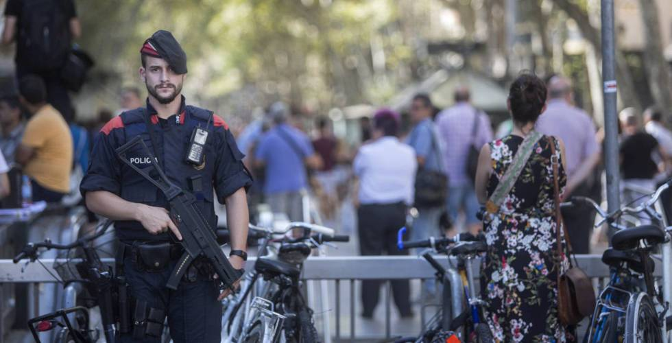 A police offer on the La Rambla promenade in Barcelona, on Friday.