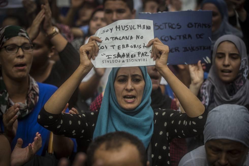 Protesta de musulmanes contra el atentado del jueves, en Barcelona.