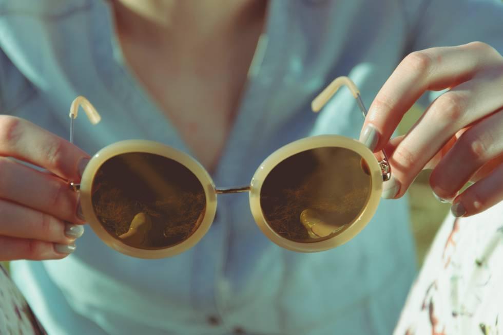 c60e8e54d3 Las 12 mejores gafas de sol de diseño para mujer, según S Moda ...