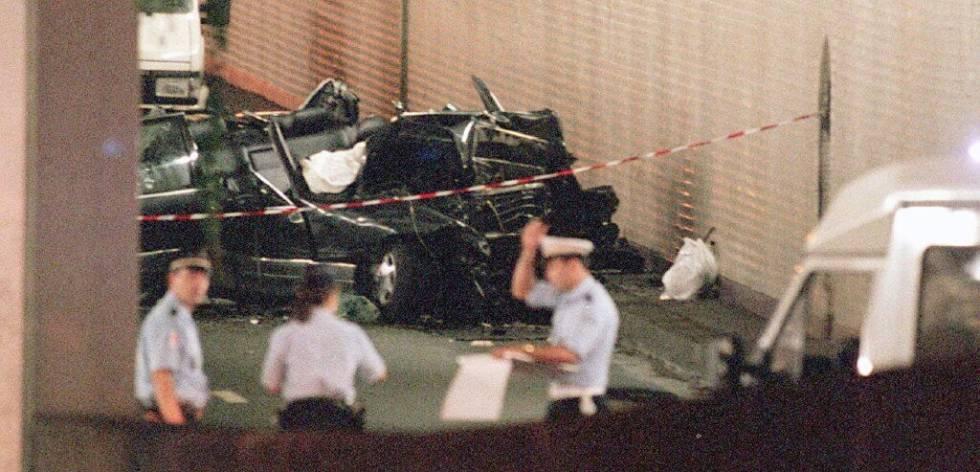 El coche accidentado en donde viajaba Lady Di y Dodi Al Fayed, el día de su muerte en París.
