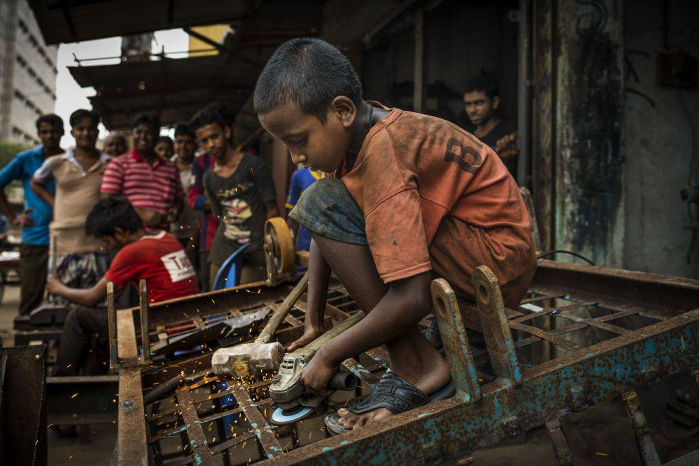 Millones de niños y niñas trabajan en el mundo, no yendo o abandonando prematuramente la escuela.