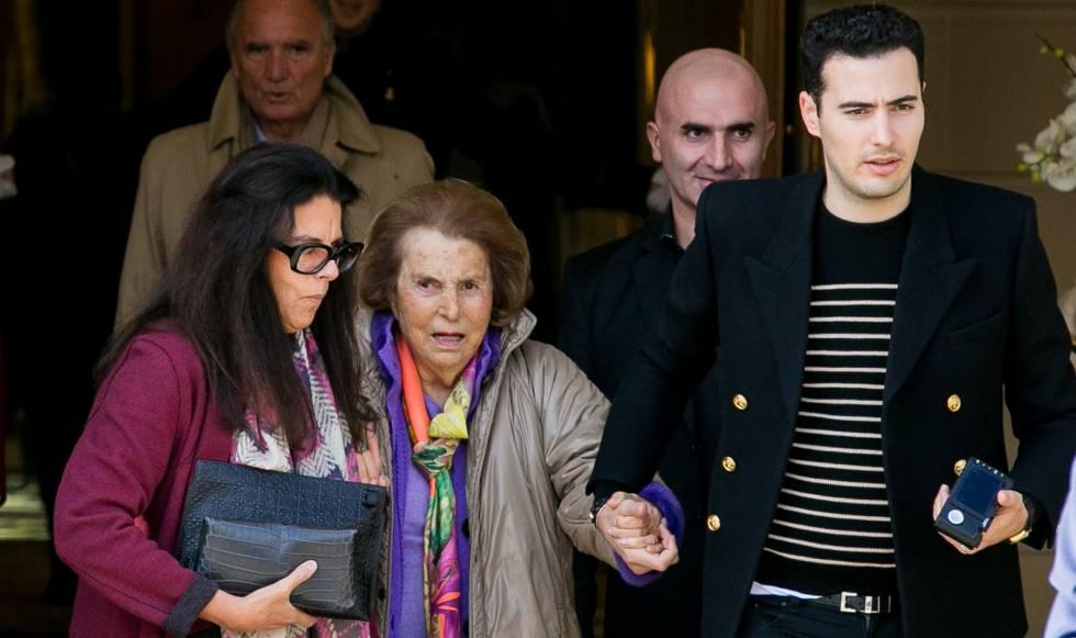 Francoise Bettencourt Meyers, Liliane Bettencourt y Jean-Victor Meyers en octubre de 2016 en París.