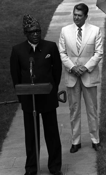 Mobutu recibido por Donald Reagan en la Casa Blanca.