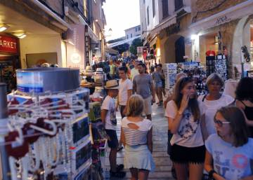 Spain's Balearic Islands cap tourist bed numbers at 623,000
