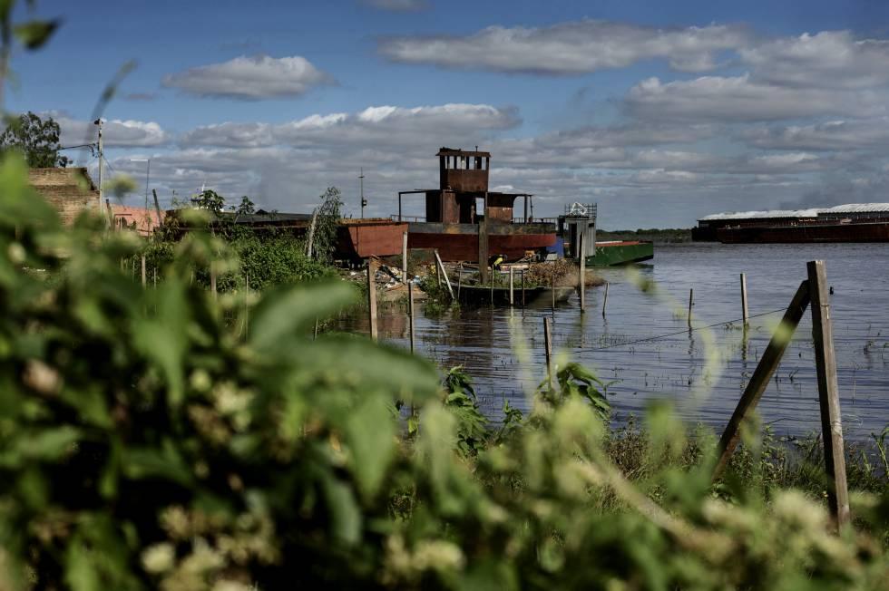 Los Bañados se extienden por 17 kilómetros a la orilla del río Paraguay. 120.000 personas expuestas a las crecidas cada invierno.