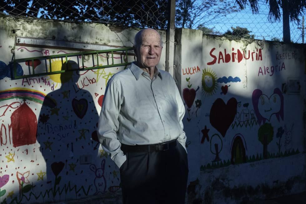 Francisco Oliva, o Pa'i Oliva, un jesuita hispano-paraguayo que fundó la Asociación Mil Solidarios en El Bañado Sur. Un símbolo de lucha por los derechos de los más pobres.