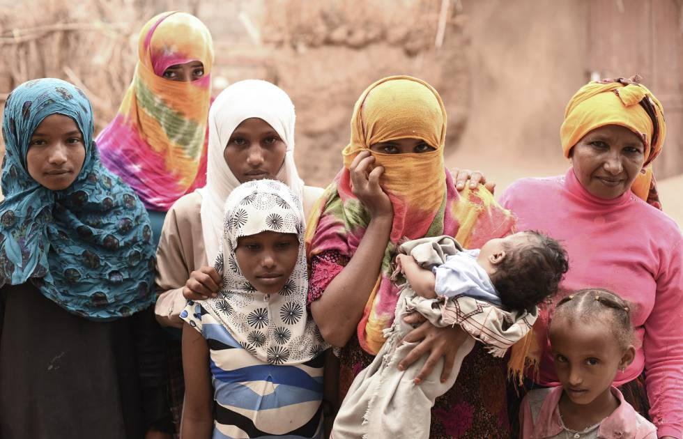 Más de dos años de guerra han expuesto al hambre a gran parte de la población de Yemen, en especial a mujeres y niñas, que suelen ser las últimas en comer.