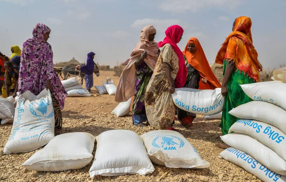 Distribución de ayuda alimentaria en Gode wereda Dolo Baad (región de Somali, Etiopía).