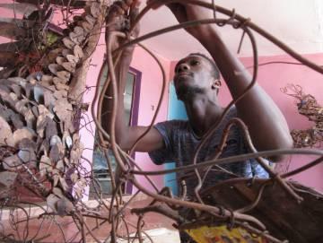 Oumar Ball en su talle de Nuakchot.