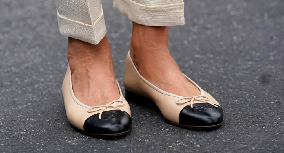 96eb22db7 Melania Trump se baja de los tacones para visitar Florida tras el ...