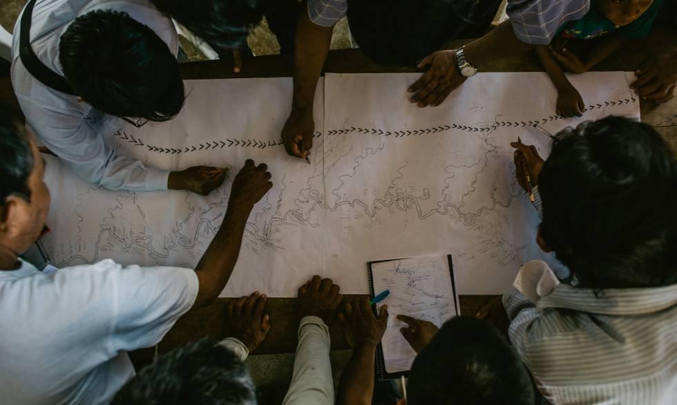 Nación Wampís haciendo mapeo de territorio en Perú.