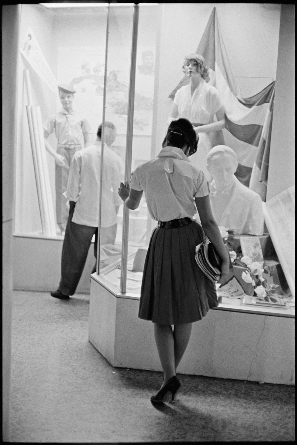 7e49143f6 ... pero siembre hubo mujeres creativas y elegantes que supieron reciclar  la ropa de sus padres