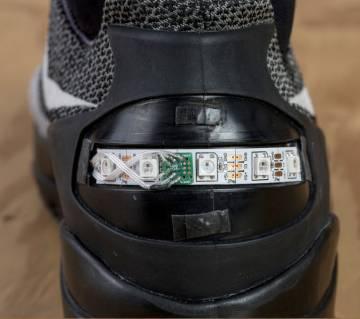 Prototipo de las zapatillas de Nike que se atan solas.