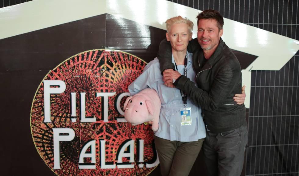 Brad Pitt, con la actriz Tilda Swinton, en su última aparición pública el pasado mes de junio.