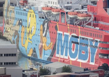 National Police arrive in Barcelona on ferry decorated with Looney Tunes