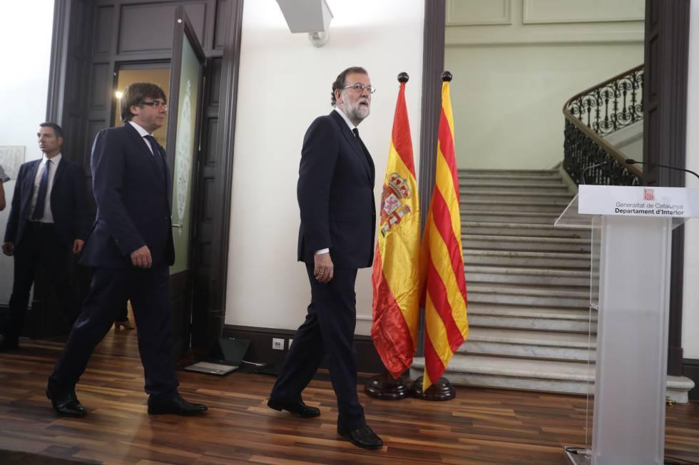 Mariano Rajoy junto al presidente catalán Carles Puigdemont.
