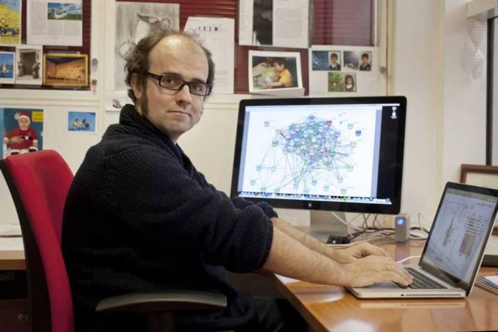El bioquímico Óscar Fernández Capetillo, en su despacho del CNIO.