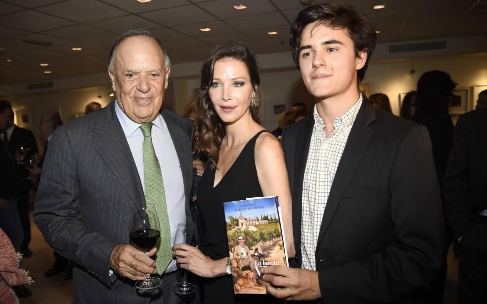 Carlos Falcó, Esther Doña y Duarte Falcó, hijo del marqués de Griñón, durante la presentacion del libro
