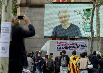 "The ""very serious repression"" in Catalonia and seven more of Julian Assange's lies"