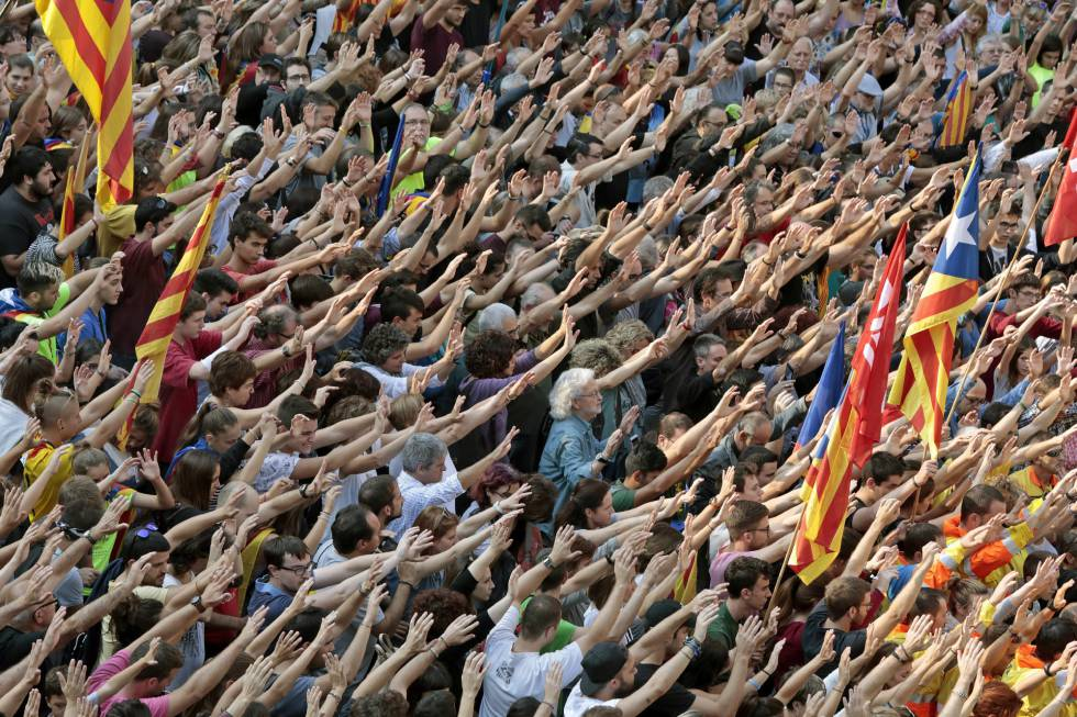 Crowds in Igualada, Catalonia, protesting Sunday's police action.