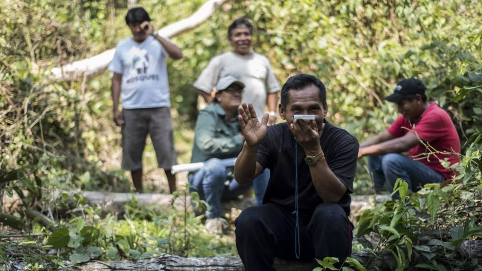 489aa4fcc7 Un grupo de indígenas de Perú participa en un proyecto piloto para  delimitar el territorio que