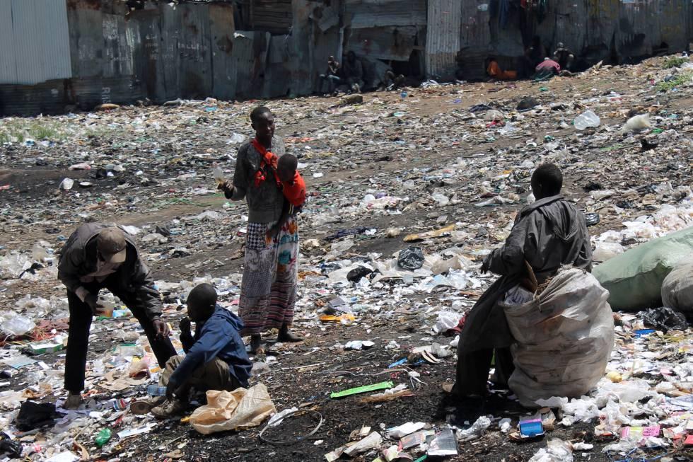 'California barracks', el vertedero donde vive un millar de jóvenes de Eldoret.