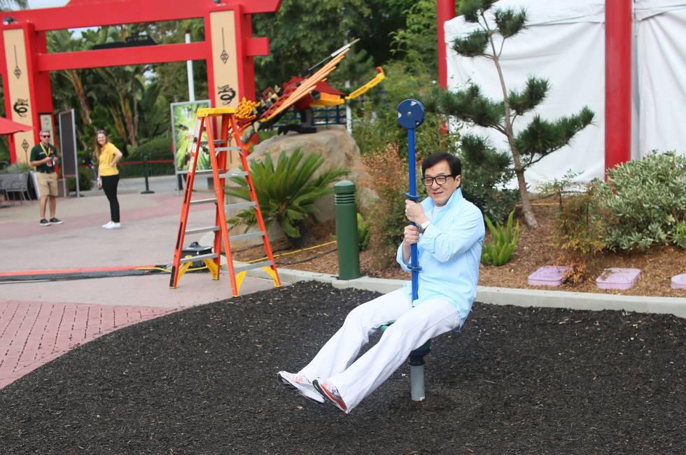 El actor Jackie Chan se divierte durante una conferencia en Legoland (California). Fue el pasado 14 de septiembre.