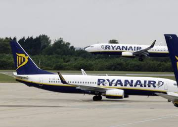 "Ryanair extends flight cancellations until March 2018 after leave ""mess-up"""