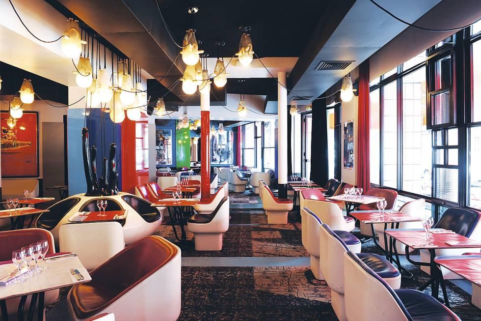 Los detalles decorativos y arquitectónicos son la clave de los Costes. Como las sillas del Café Etienne Marcel –réplicas exactas de unas creadas en los años sesenta para una residencia de protección oficial-.