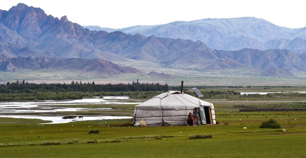 Una yurta en medio de la estepa. Mongolia
