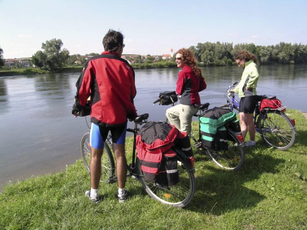 En ruta por el Donauradweg, una parada frente al Danubio