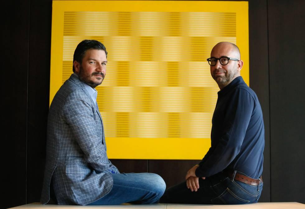 Francisco Cordero (izquierda) y Oriol Uría, productores de la serie sobre Isabel Pantoja.    ...