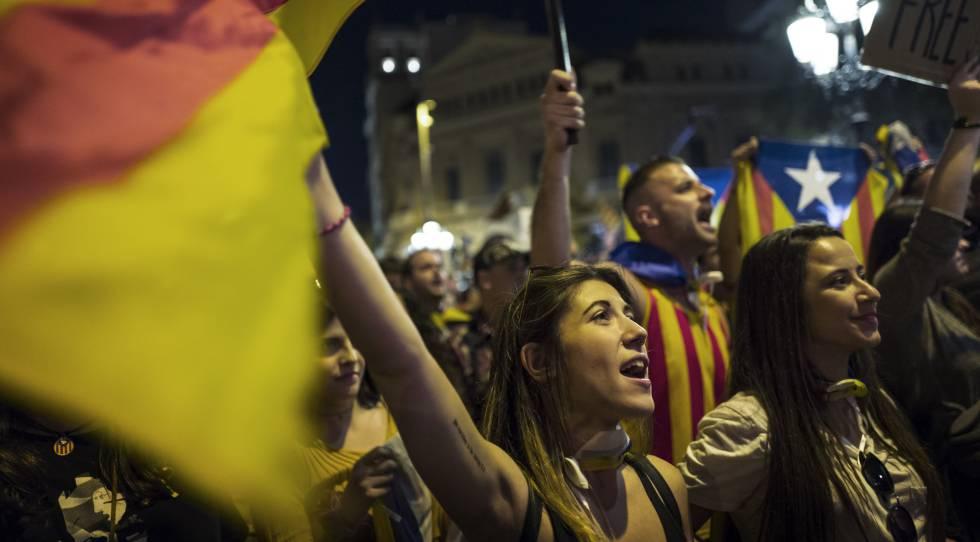 Protestas en Barcelona por la decisión de Rajoy de aplicar el artículo 155.