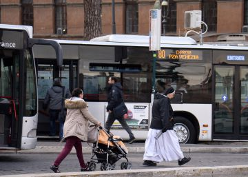 Why free bus travel in Rome can end up being expensive
