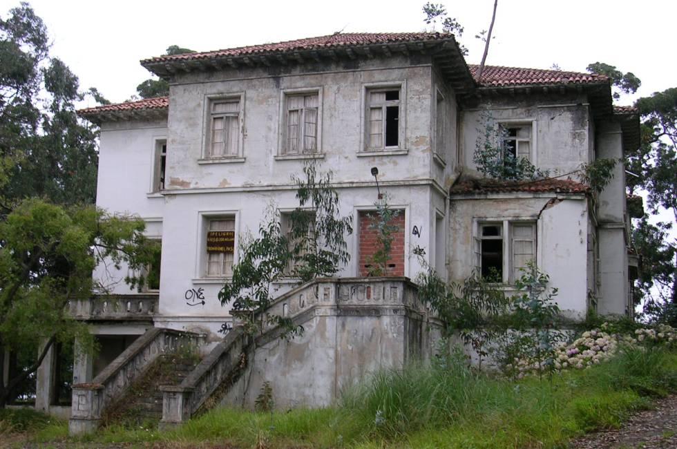 En este sanatorio de Isla Pedrosa (Cantabria) alguien vio bajar por las escaleras a un grupo de fantasmas de niños vestidos con ropas antiguas.