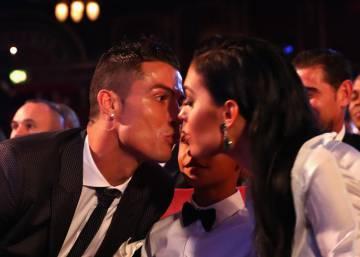 El beso de Cristiano y el posado familiar