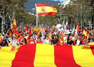 Hundreds of thousands take to streets in defense of unity of Spain
