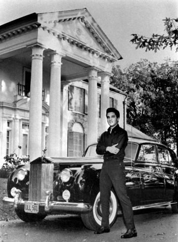 Elvis, en su casa de Graceland en 1960.