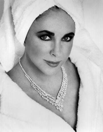 Elizabeth Taylor, en la foto del anuncio de su perfume White Diamonds, en 1992.
