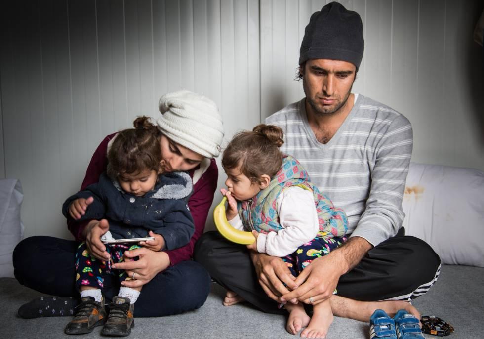 Retrato de Karon, 31 años de edad y procedente de Irak. Él, su esposa y sus dos mellizos están bloqueados en Lesbos desde su llegada el 2 de agosto de 2016.