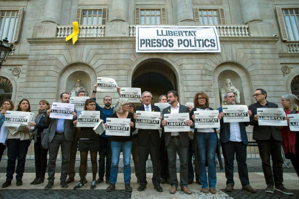 Separatist councilors in Barcelona demanding freedom for