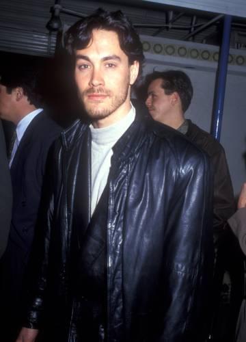 Brandon Lee, hijo de Bruce Lee, murió a los 28 años durante el rodaje de la película 'El cuervo' en 1993.