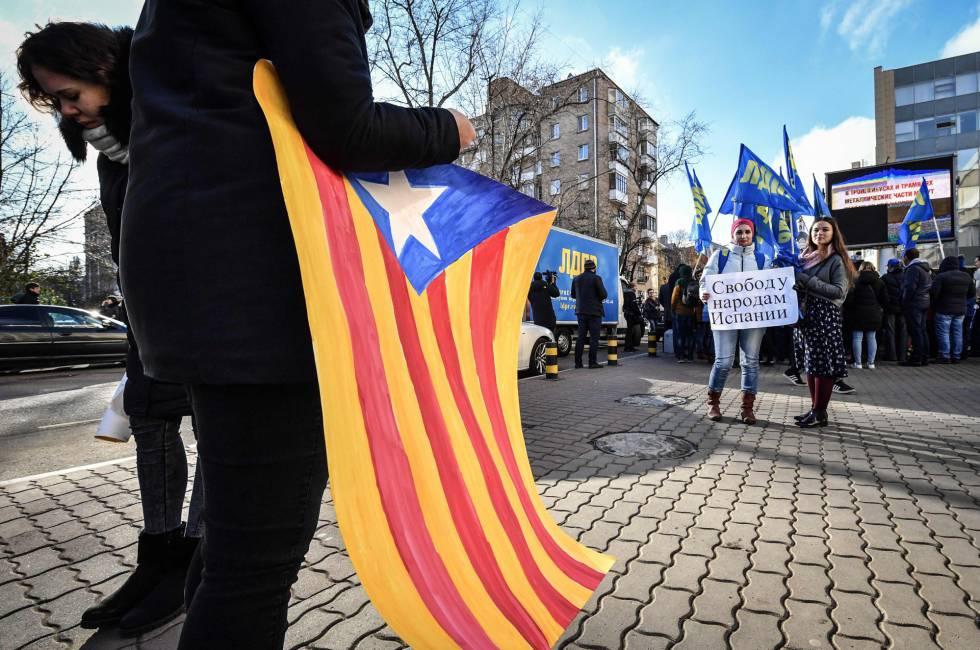Manifestación en Moscú en favor de la independencia de Cataluña.