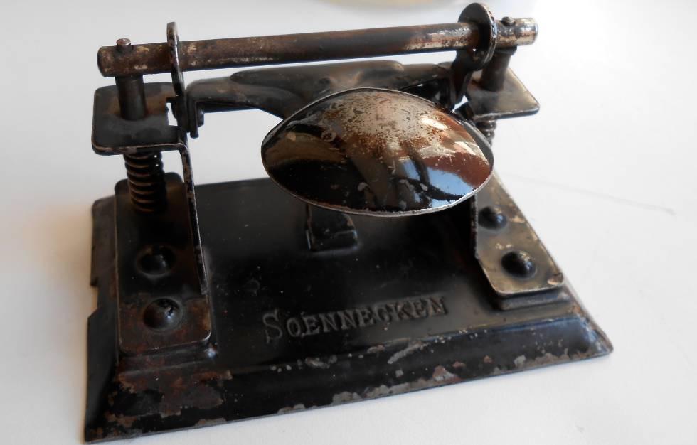 Historia de la perforadora de papel