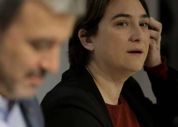 Catalan independence movement courts Colau after break with Socialists