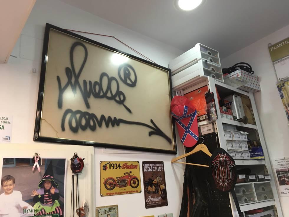 Descubrimos una firma del famoso grafitero Muelle en un mercado de ...