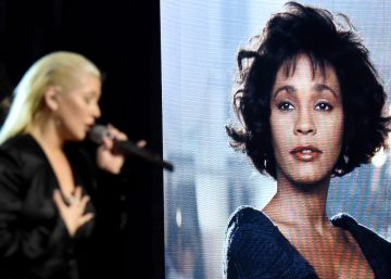 El homenaje de Christina Aguilera a Whitney Houston en los American Music Awards
