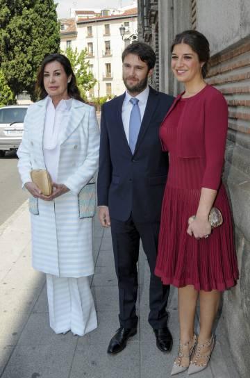 Carmen Martínez-Bordiú con su hija Cynthia y su marido, en 2016.