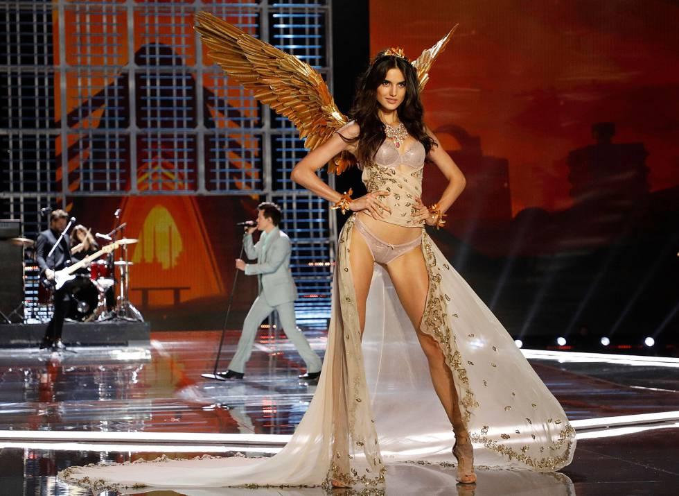La modelo española Blanca Padila, en el desfile de Victoria's Secret el pasado lunes en Shanghai.
