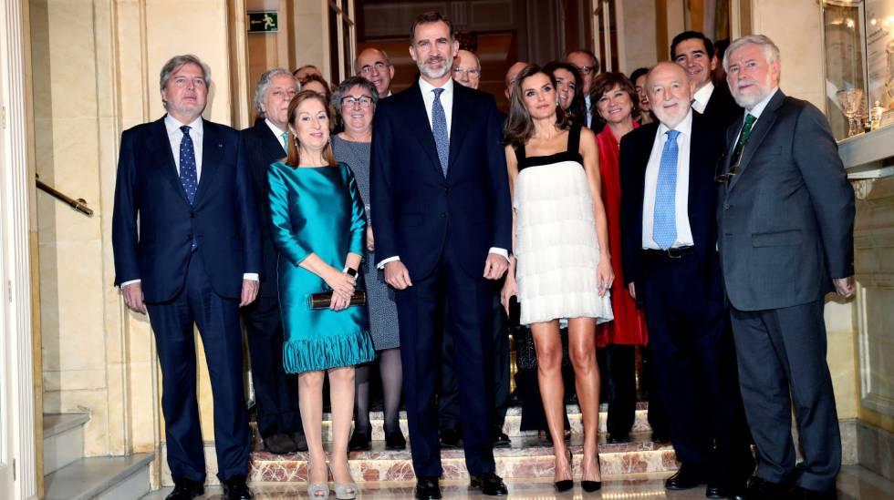24444c873 El vestido más arriesgado de la reina Letizia es de Teresa Helbig ...